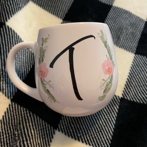 """T"" initial floral coffee cup"